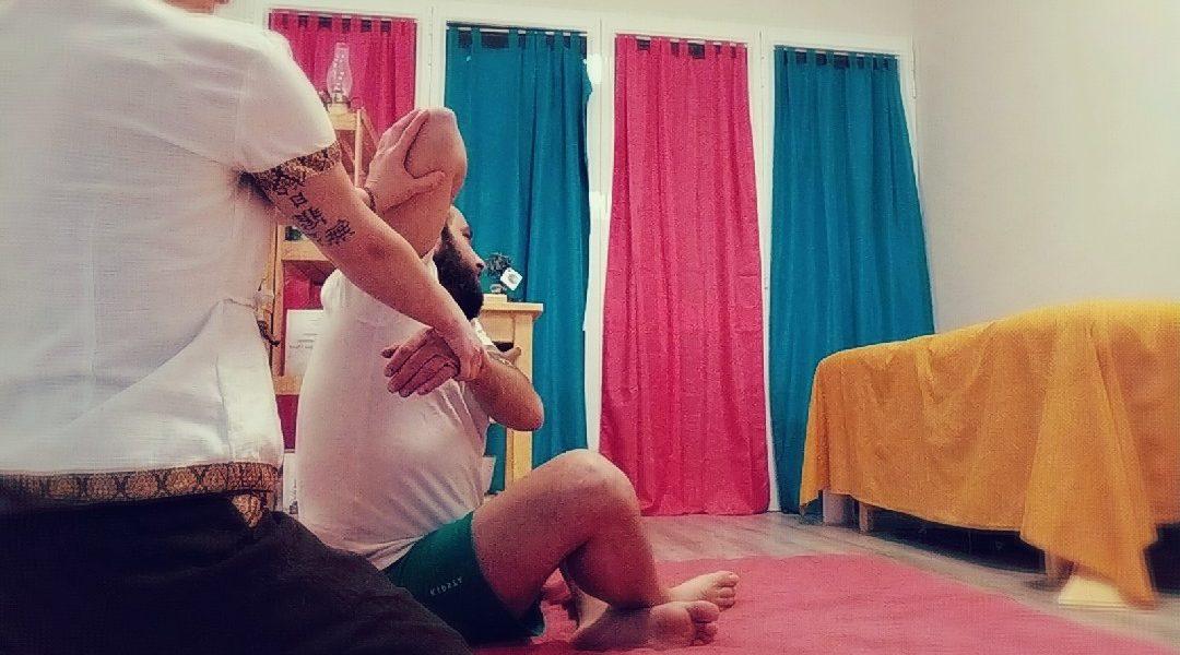 Il Massaggio Thailandese (Thai) utilizza efficaci tecniche di pressione, stimolazioni manuali ed esercizi di yoga e stretching al fine di ristabilire l