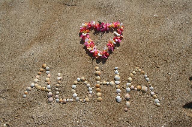 Ipnotico, danzante, fluttuante come un onda del mare! Il Massaggio Lomi Lomi Nui vi trasporterà in una dimensione di pace e armonia universale