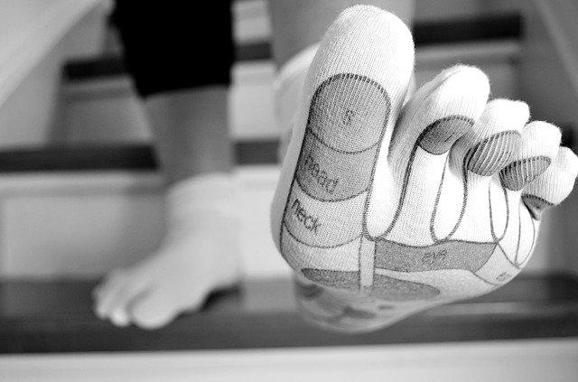 Con la riflessologia plantare si vanno a stimolare punti sul piede che corrispondono ad organi, apparati e zone corporee, così da armonizzare l